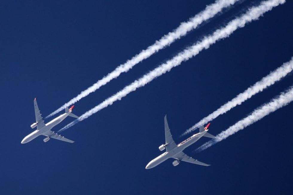 why do airplanes leave vapor trails behind heres your answer